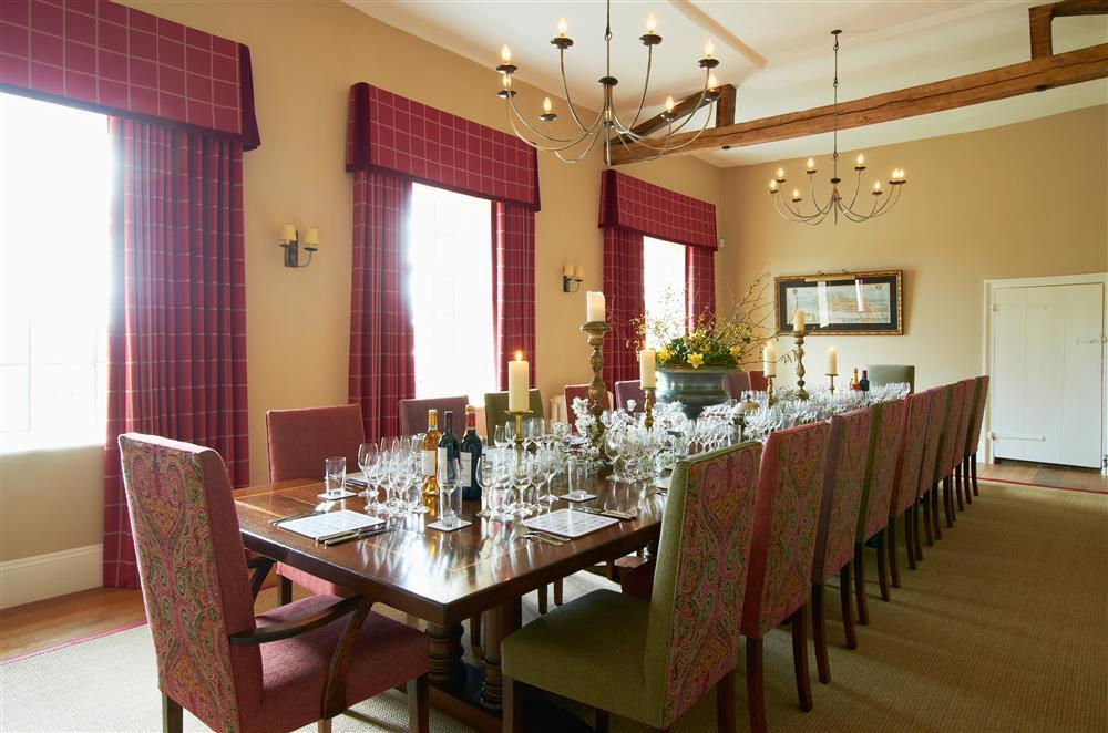 byhdining_room_view_1-glassware