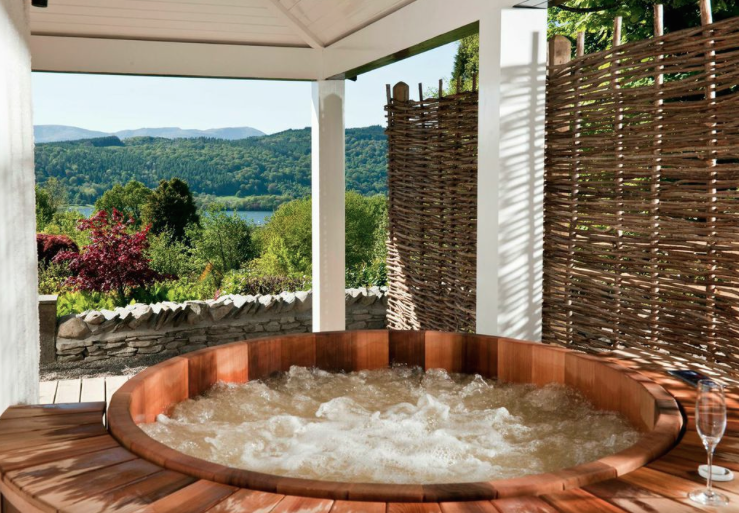 Luxury in the lakes linthwaite house hotel house of coco for Bedroom with jacuzzi designs