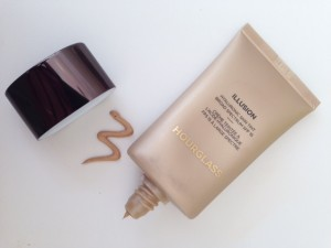 Hourglass-Illusion-Hyaluronic-Skin-Tint-My-New-Favorite-Foundation-300x225