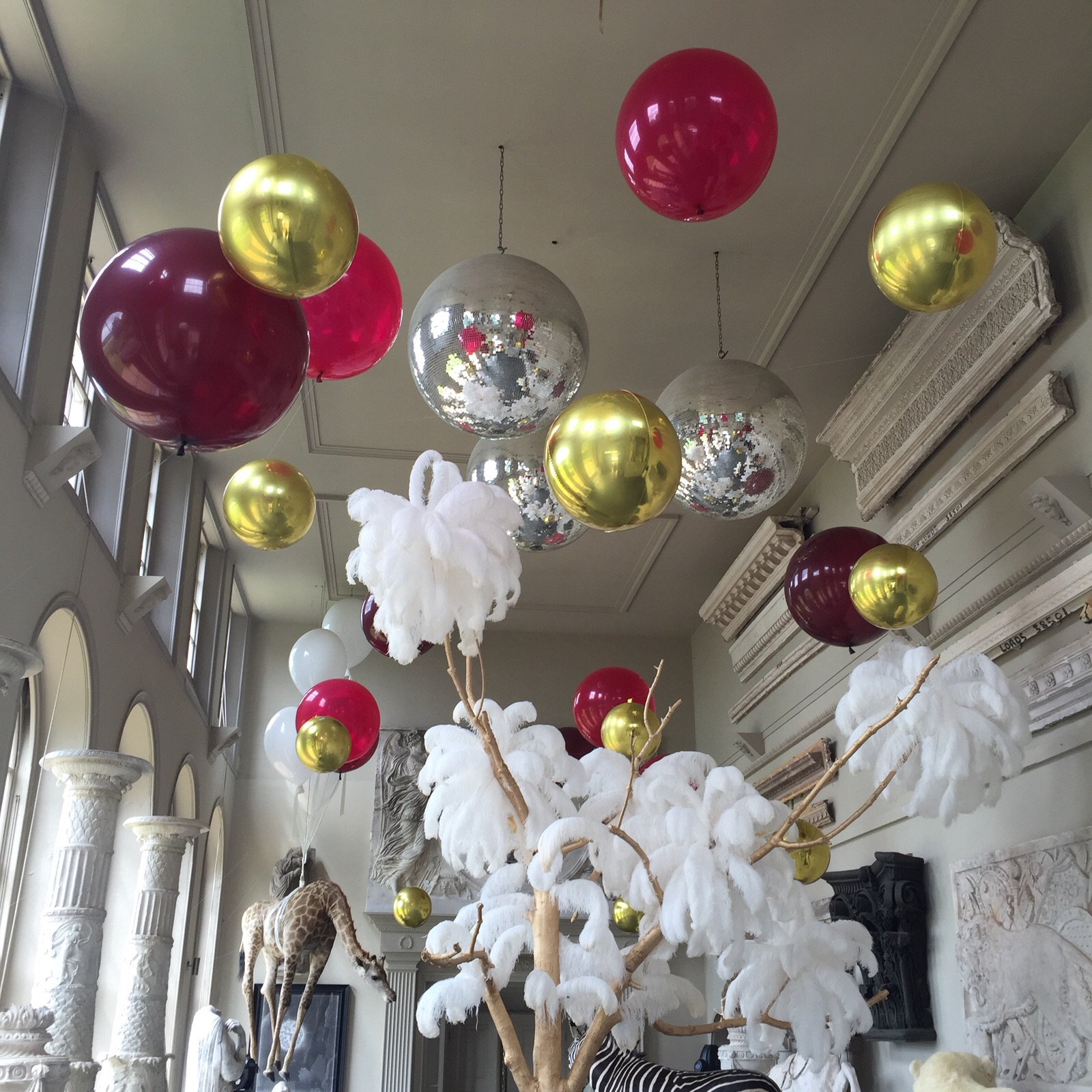 Wedding Flowers Names: Blow Wedding Guests Away With Balloon Décor