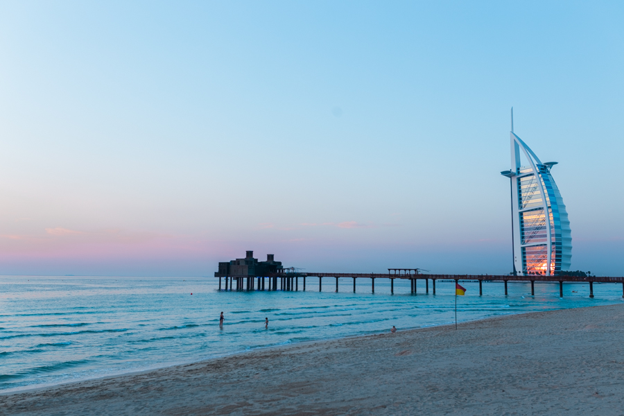 Sunset yoga at Jumeirah's Al Qasr Beach | © Eulanda Shead